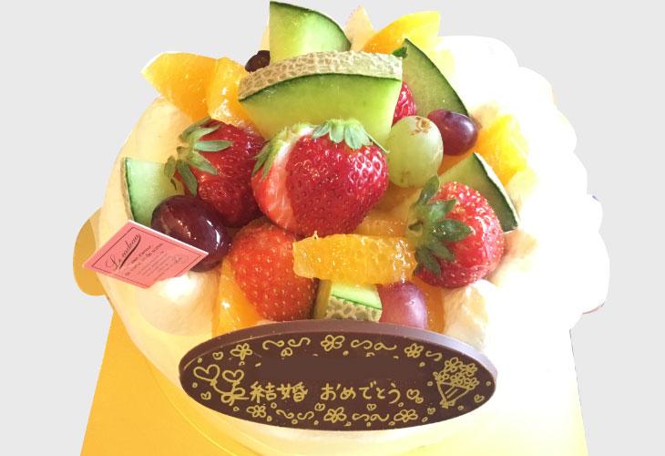 フルーツのホールケーキ